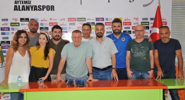 """""""Alanyaspor, Türkiye'de parmakla gösterilen bir takım"""""""