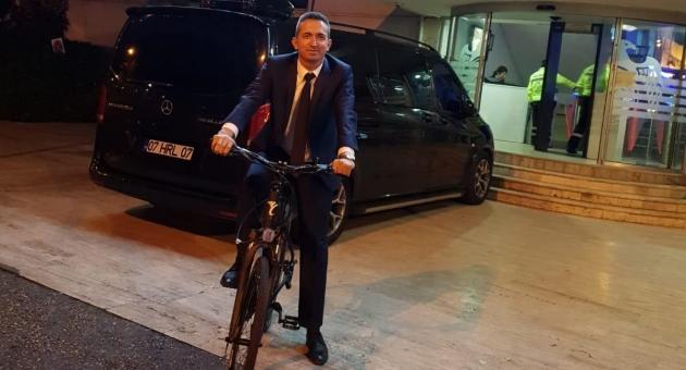Başkan Vekili Bisikleti Makam Aracı Yaptı