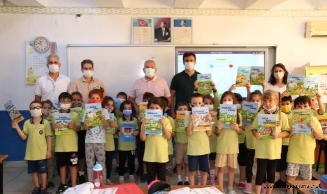 Başkan Şahin'den öğrencilere kitap jesti