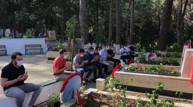 AK Gençlik'ten Şehitlerimize Vefa