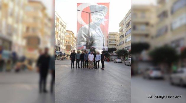 Alanya'da dev Atatürk posteri ilgi çekti