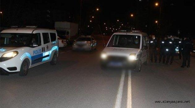 Alanya'da 'dur' ihtarına uymayarak polise çarpıp kaçtı
