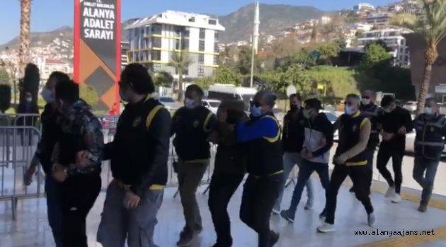Alanya'da fuhuş çetesi çökertildi: 5 tutuklama