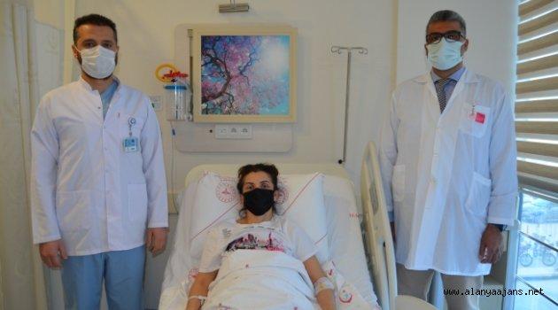 Alanya'da ilk kez yapılan kapalı ameliyatla sağlığına kavuştu