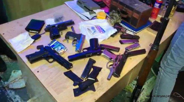 Alanya'da silah imalathanesi baskın kamerada