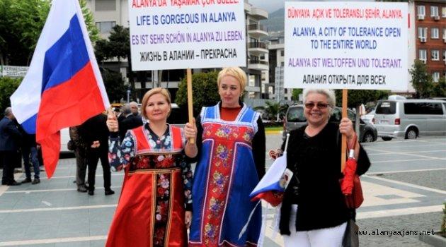 Alanya'da yerleşik Ruslar dünyaya mesaj verdiler