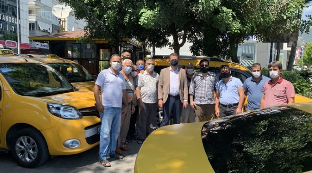 Alanya Kaymakamı Ürkmezer'den taksicilere ziyaret