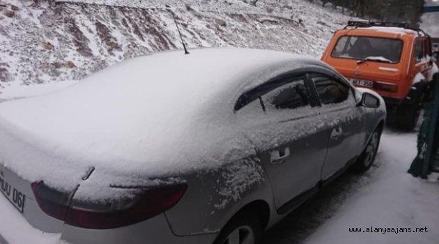 Alanya yaylalarına kar yağdı