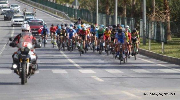 Alanya'da bisiklet yarışı yapıldı
