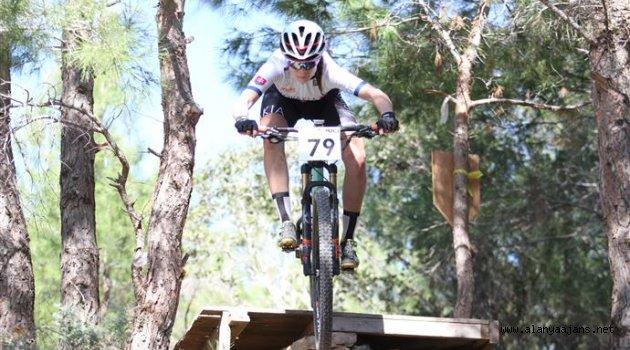 Alanya'da dağ bisiklet yarışları yapıldı