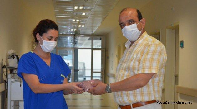 Alanya'da hastane yönetimi çalışanlarını yalnız bırakmadı