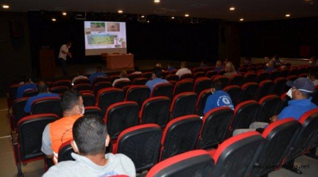 Alanya'da sinekle mücadele ekibine eğitim
