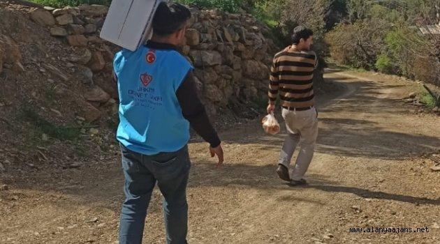 Alanya'da yardımcılar ihtiyaç sahiplerine ulaşıyor