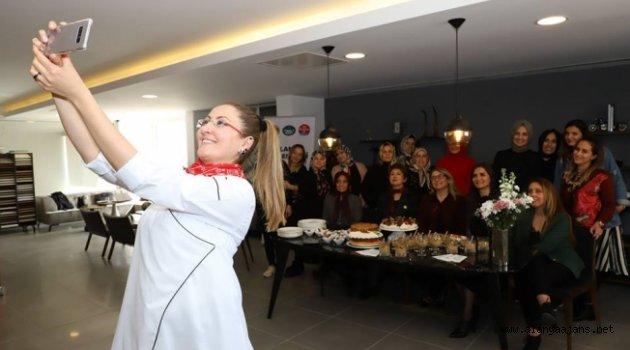 Alanyalı kadınlar mutluluk pişirdi