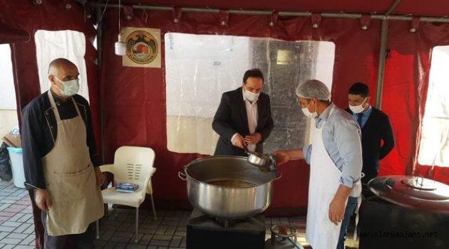 Alış Camii'nde her gün iftar yemeği dağıtılıyor