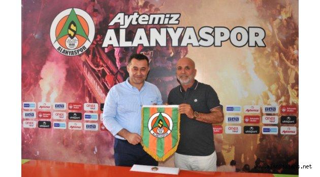 Başkan Yücel Alanyaspor'u ziyaret etti