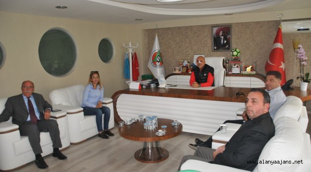 Çavuşoğlu'na 'geçmiş olsun' ziyareti