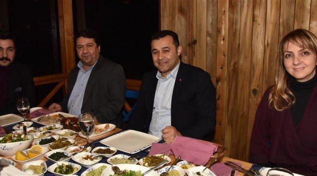 Başkan ve Meclis Üyesi Yemekte Buluştu