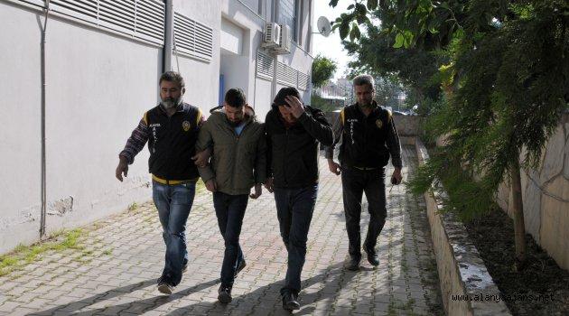 Polise silah satmaya çalışan şüpheliler yakalandı