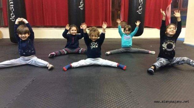 Minikler jimnastikte yetişkinler pilateste
