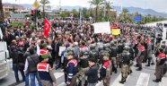 2B PROTESTOSU İÇİN YOL KAPATTILAR