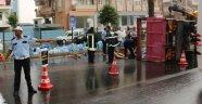 Kamyonet devrildi şoför yaralı