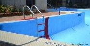 Alanya'da boş havuza düşen Alman turist kafayı gözü yardı!