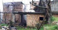 Alanya'da Ahşap ev yangında kül oldu