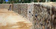 Alanya Belediyesi hizmet duvarı örüyor