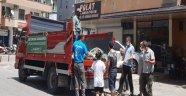 Alanya Belediyesi vatandaşa ücretsiz salatalık dağıtmaya başladı