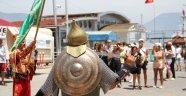 Alanya'da gemiden gelen turistlere mehterli karşılama