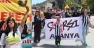 ALANYA'DA 1 MAYISTA POLİS EYLEMCİ DOSTLUĞU YAŞANDI