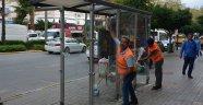 Alanya'da otobüs duraklarında temizlik çalışması