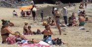 Alanya'da sıcağı gören soluğu denizde aldı!