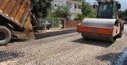 ASAT Finike'de bozulan yolları asfaltlıyor