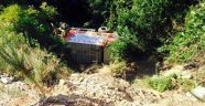 Belediyenin çöp kamyonu uçuruma yuvarlandı