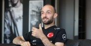 Efecan Karaca askerliğini yapmak için teslim oldu