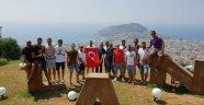Erken 30 Ağustos Zafer Bayramı'nı voleybolcularla kutladı