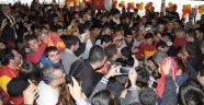 Galatasaray derneği açılışında izdiham