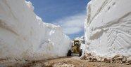 Gündoğmuş'ta Kar Mücadelesi Sürüyor