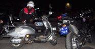 POLİS ÇALINTI MOTOSİKLETİ SAHİBİNE TESLİM ETTİ