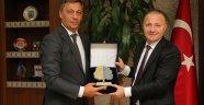 Rektöre 'Çevreci Üniversite' Ödülü verildi