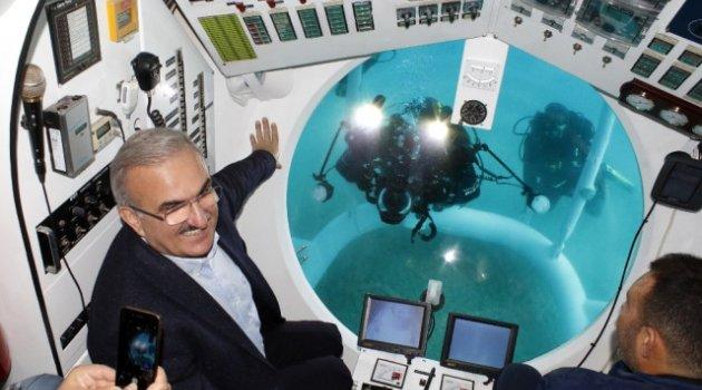 Türkiye'nin İlk Turistik Denizaltısı Deneme Dalışını Yaptı
