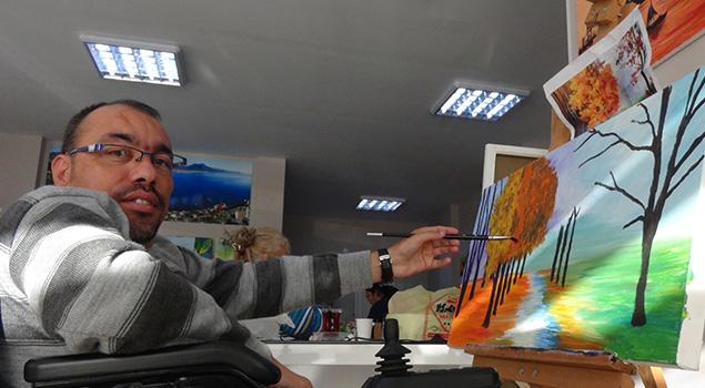 Engelliler resim sergisine hazırlanıyor